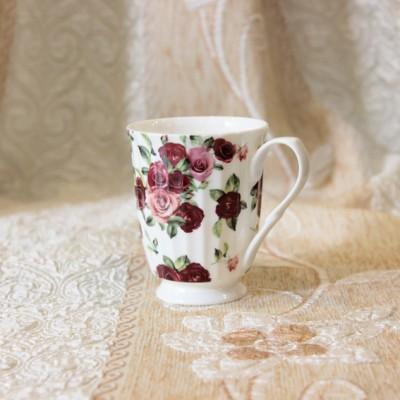 Ly sứ hoa hồng