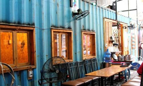 Quán cà phê trong thùng container tại Sài Gòn