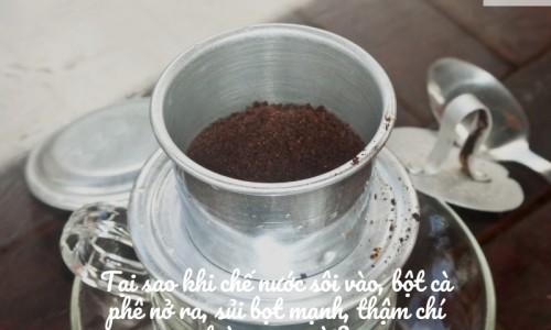 Chế nước sôi vào cà phê nguyên chất sẽ có hiện tượng gì?
