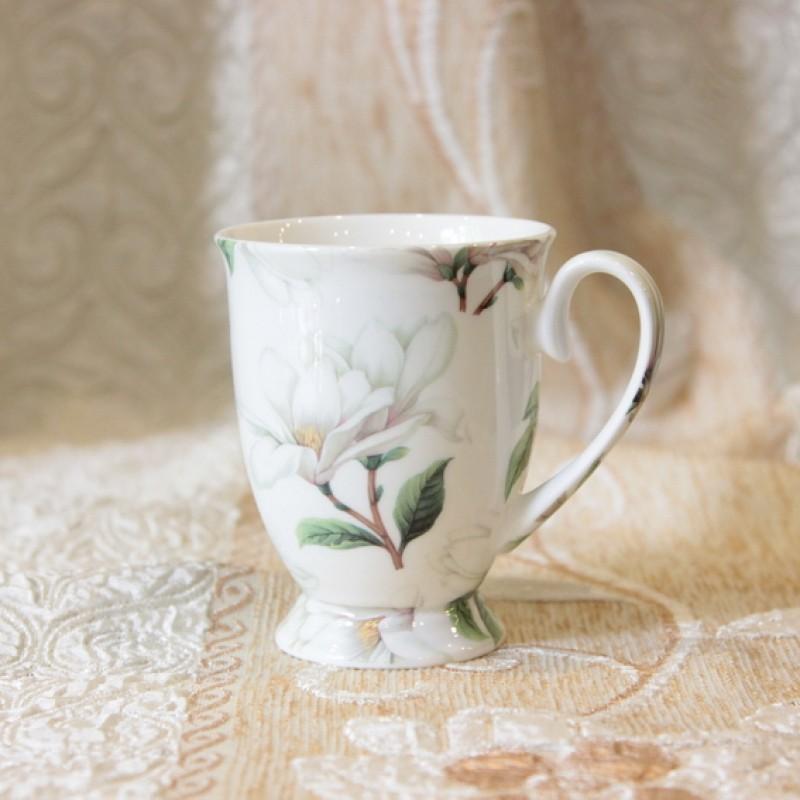 Ly sứ hoa trắng