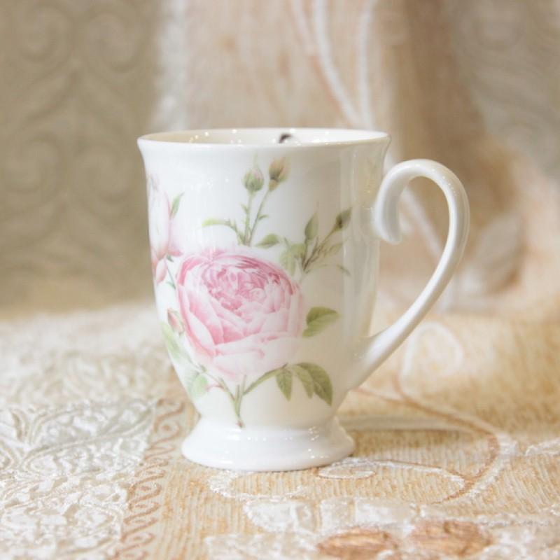 ly sứ hoa hồng nhạt