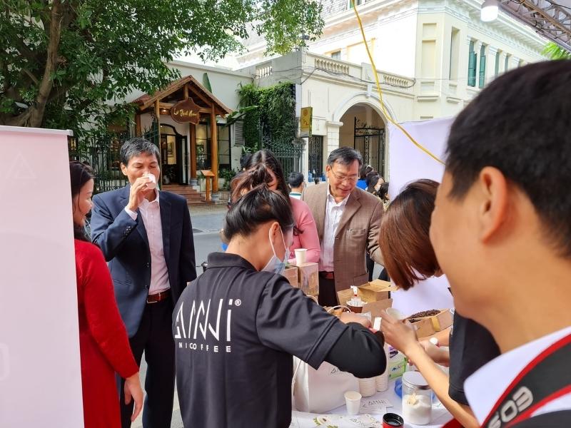 Samling giới thiệu cà phê phin giấy Anni coffee tại Hà Nội năm 2020