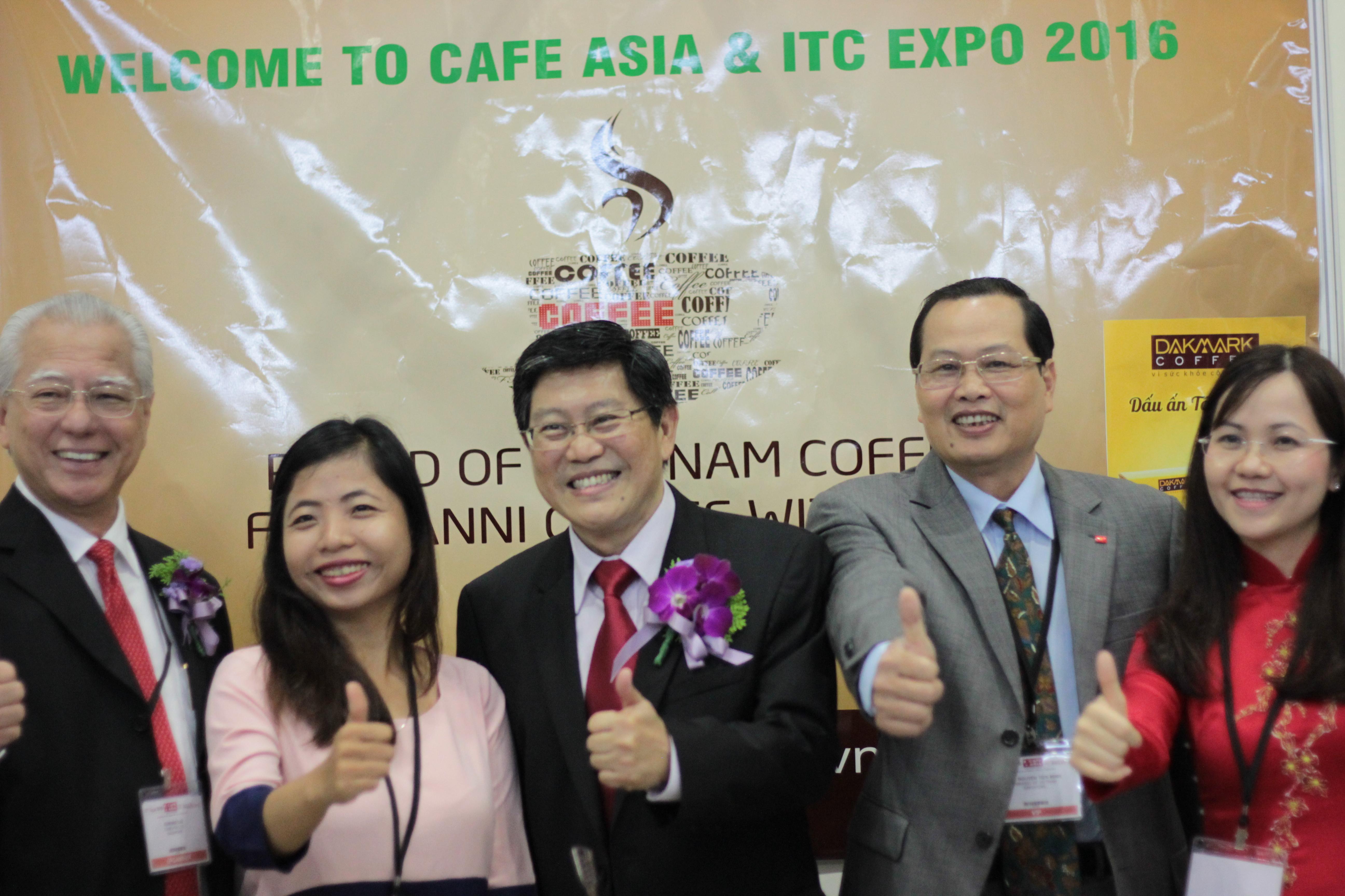 Anni coffee tham gia Triễn Lãm Cafe Asia 2016 (CEO Anni Coffee với Chủ Tịch Hiệp Hội Cà phê Châu Á )