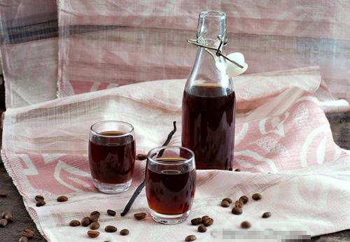 Tự pha rượu mùi cà phê vani